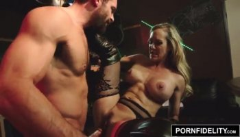 Lesbian chicks set in fingers in vags and moan