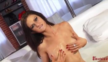 Linda Lay gets horny and plays with vibrator