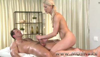 Darling delights lesbo babe with wild rug munch